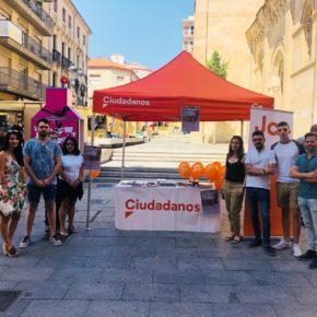 Los miembros de Jóvenes Ciudadanos inician una recogida de material escolar en Salamanca