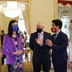La primera teniente de alcalde de Salamanca, Ana Suárez (Cs) y el concejal de Promoción Económica, Juan José Sánchez (Cs) reciben a la comisaria europea Mariya Gabriel