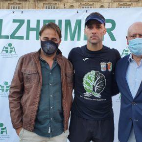 Los concejales de Turismo y Promoción Económica, Fernando Castaño (Cs) y Juan José Sánchez (Cs) reciben a Javier Barbero tras su reto solidario