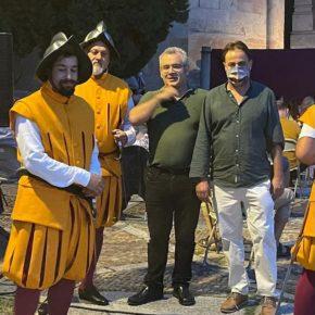 El concejal de Turismo de Salamanca, Fernando Castaño asiste a la representación de la Boda de Felipe II