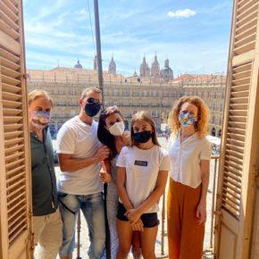 Ana Suarez y Fernando Castaño reciben a 'Viajando con mami' en su visita a Salamanca